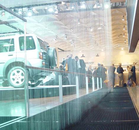 Land Rover Solon >> Wasserwand für LandRover auf IAA 2003