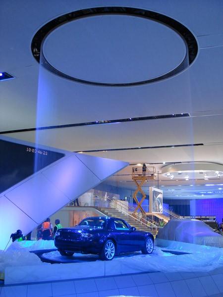 Land Rover Solon >> Regensimulation mit Wasserkreis für Automesse